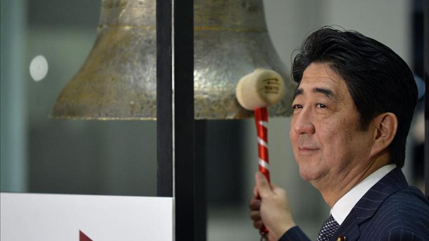 Abe insiste en pedir subidas salariales para acabar con la deflación
