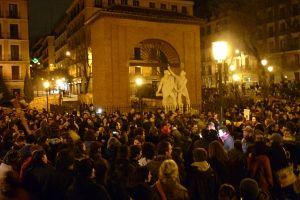 Concentración en contra del desalojo en la plaza del Dos de Mayo   Foto: A.P
