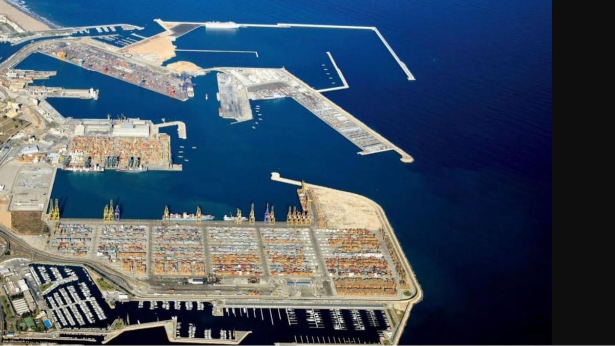 Vista aèria del port de València.
