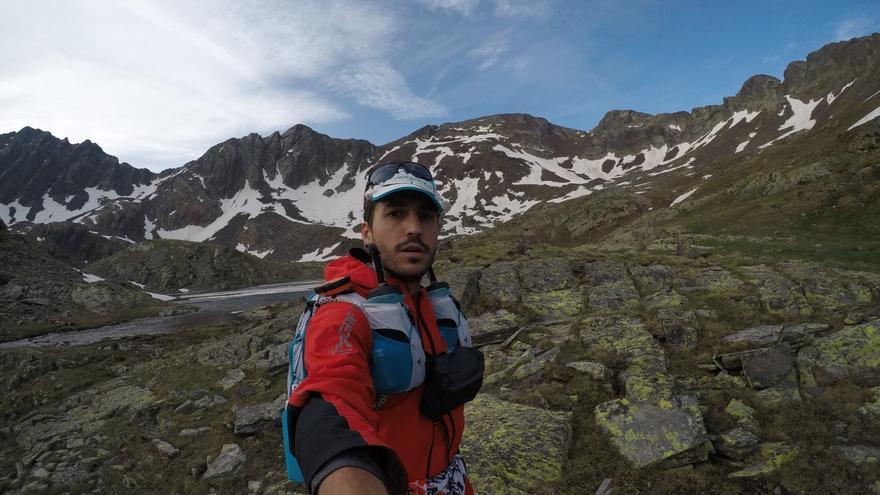 Rubén Martínez durante su reto en los Pirineos por los animales.