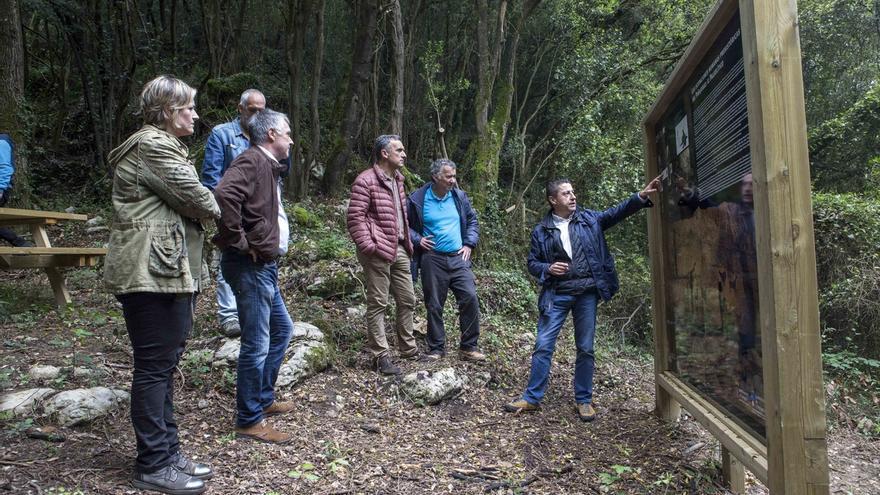 Camargo estrena una senda turística por Peñajorao para mostrar la riqueza del entorno de El Pendo
