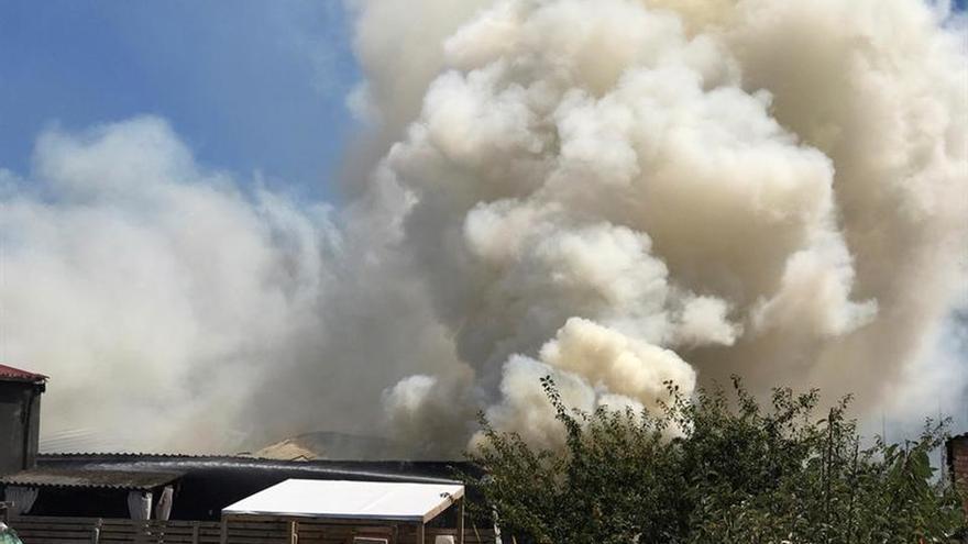 Piden a los vecinos de 3 pueblos de Madrid que no salgan por una nube tóxica de magnesio