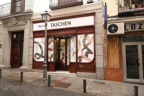 Tienda efímera de Taschen en San Joaquín, 16