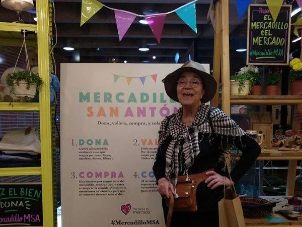 La primera visitante del Mercadillo Solidario del Mercado de San Antón | Mercado de San Antón