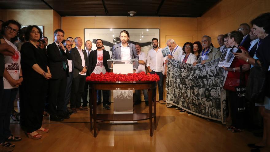 Homenaje de Unidos Podemos a las víctimas del franquismo en el Congreso.