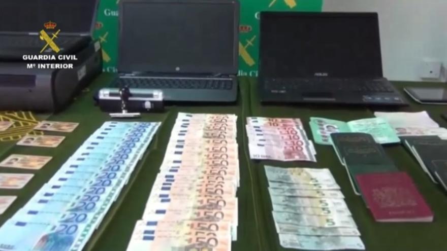 La Guardia Civil detiene a 11 personas tras desarticular una red especializada en estafas bancarias