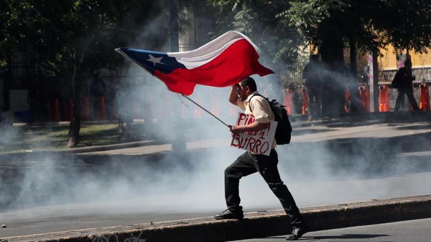 Nuevas protestas en Chile acaban con un gran incendio en el centro de Santiago