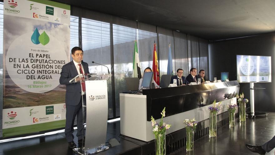 Reyes subraya el papel de Diputación en la gestión del ciclo integral del agua en la provincia