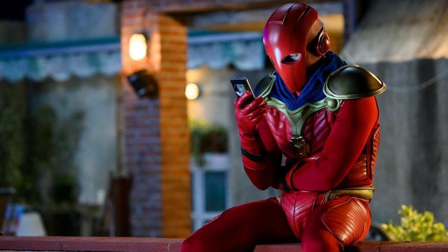 'El Vecino', el superhéroe que podría ser un personaje de '13 Rue del Percebe'