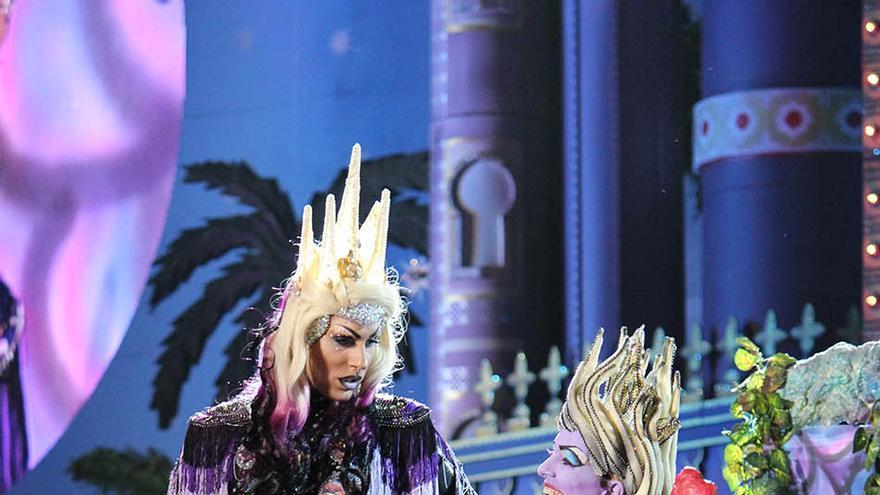 Drag Eiko con la fantasía 'Mola un montón, soy un pibón y de las princesas soy la mejor'.