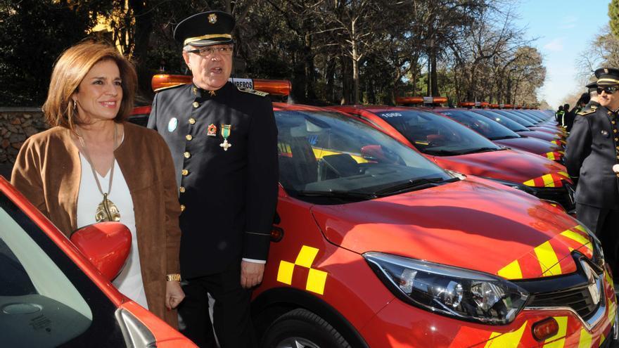 Ana Botella en la presentación de los coches de mandos de bomberos en marzo de 2015 / Ayto. Mad.