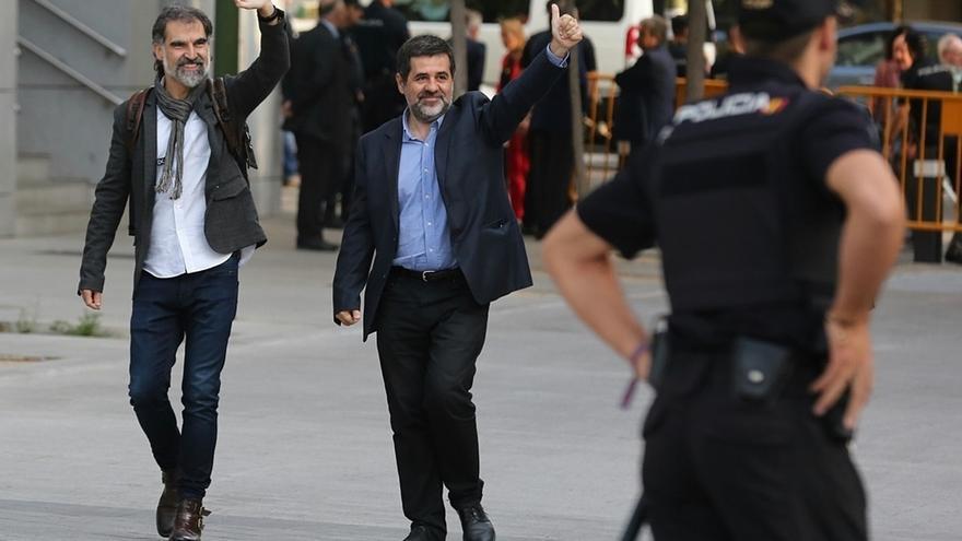 Jordi Cuixart i Jordi Sànchez de camí a l'Audiència Nacional