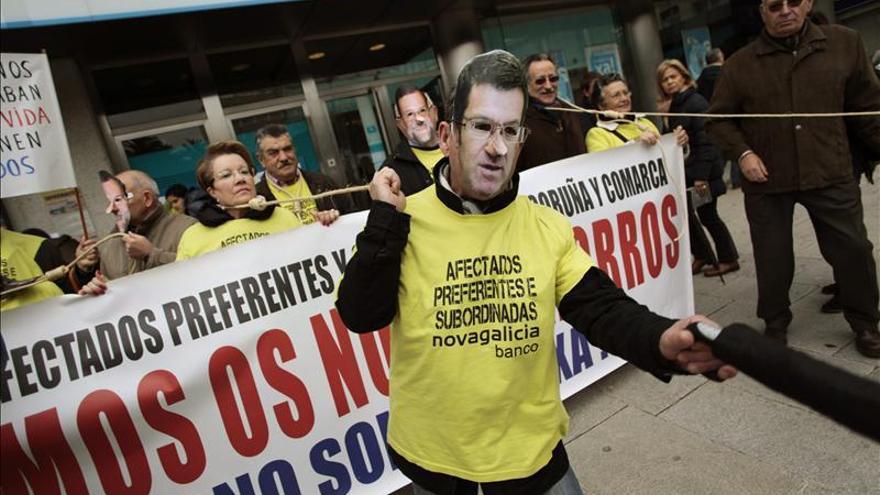 Concejales de Ponteareas salen por una ventana tras suspenderse el pleno