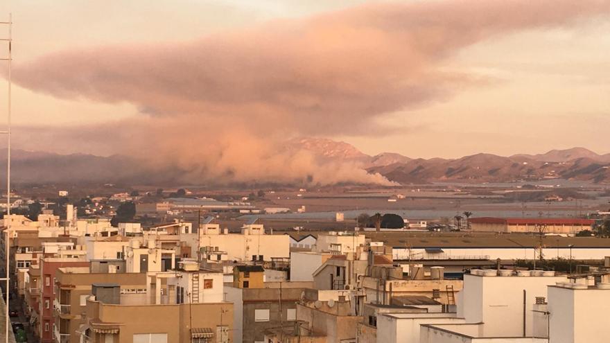 Nube formada en el centro de Águilas tras las quemas agrícolas