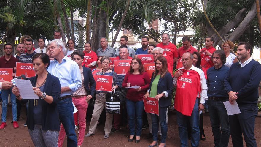 Lectura del manifiesto de apoyo a Susana Díaz en Santa Cruz de Tenerife.