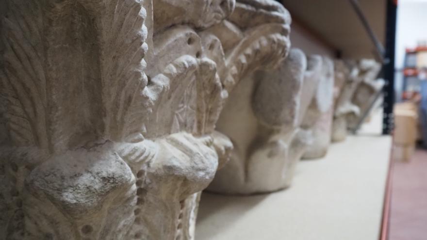 Capiteles en deposito en el Museo de Bellas Artes de Córdoba.
