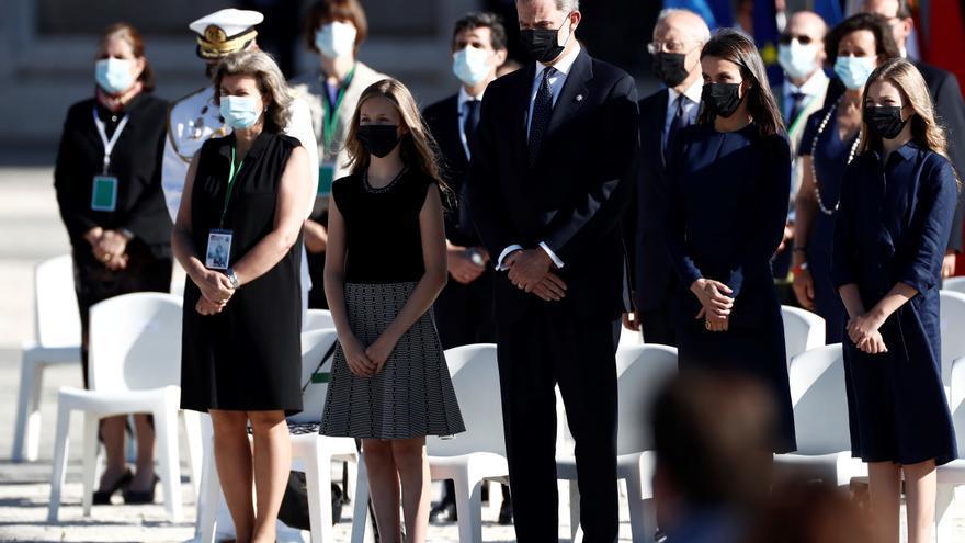 Un minuto de silencio pone fin al acto de homenaje a las víctimas de la COVID
