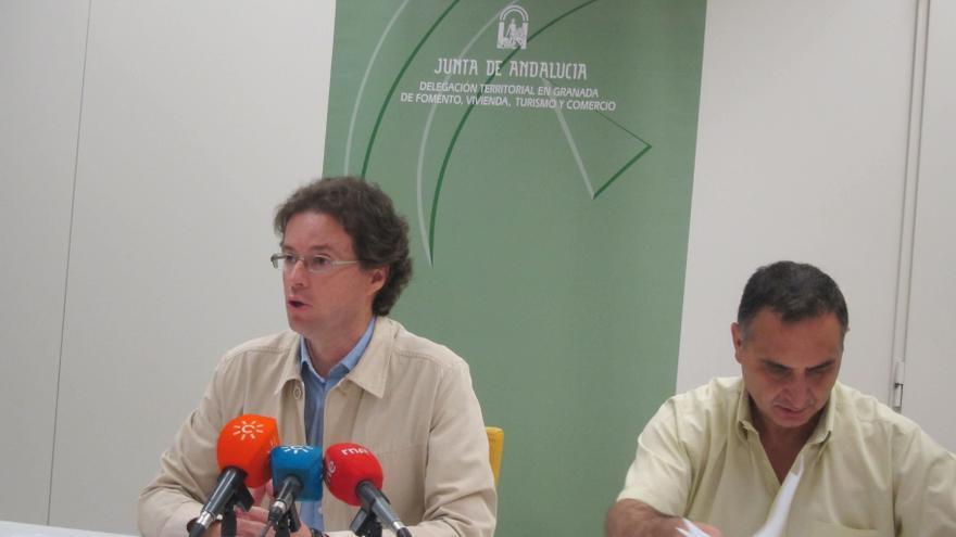 La Junta inicia las expropiaciones de dos viviendas en Motril y Charches con su decreto antidesahucio