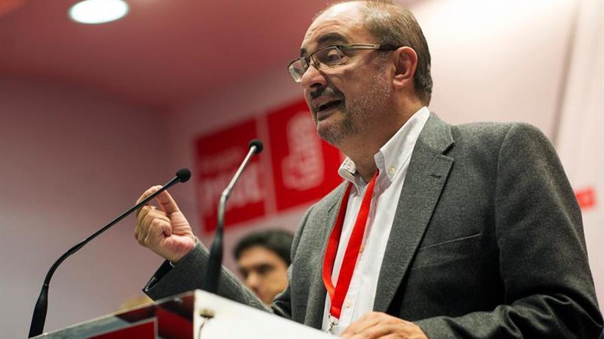 """Lambán asume que la posición del PSC en Cataluña es un """"problema serio"""" para el PSOE"""