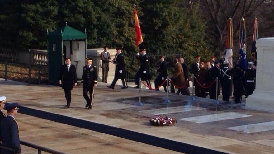 Rajoy rinde homenaje en el cementerio de Arlington a los militares estadounidenses caídos en combate