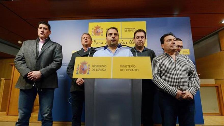 Antolín Goya (centro), el tinerfeño líder del sindicato Coordinadora de Trabajadores del Mar