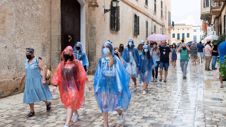 Mañana, los chubascos continúan en el norte de España y Baleares