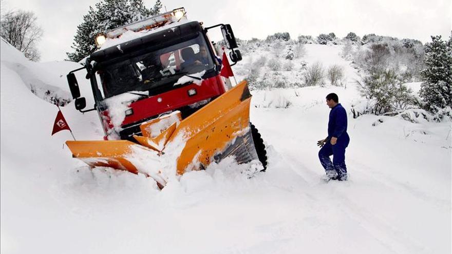 Hasta 13 máquinas quitanieve para el plan de vialidad invernal en Ourense