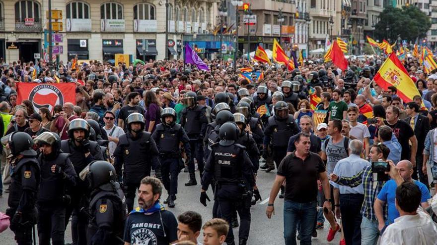 Trece ultras, investigados por delitos de odio en la manifestación en Valencia