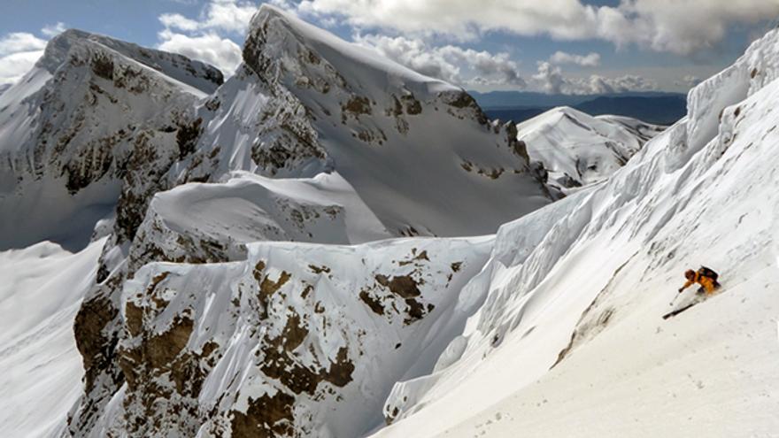 En pleno descenso por la este del Llena del Bozo.