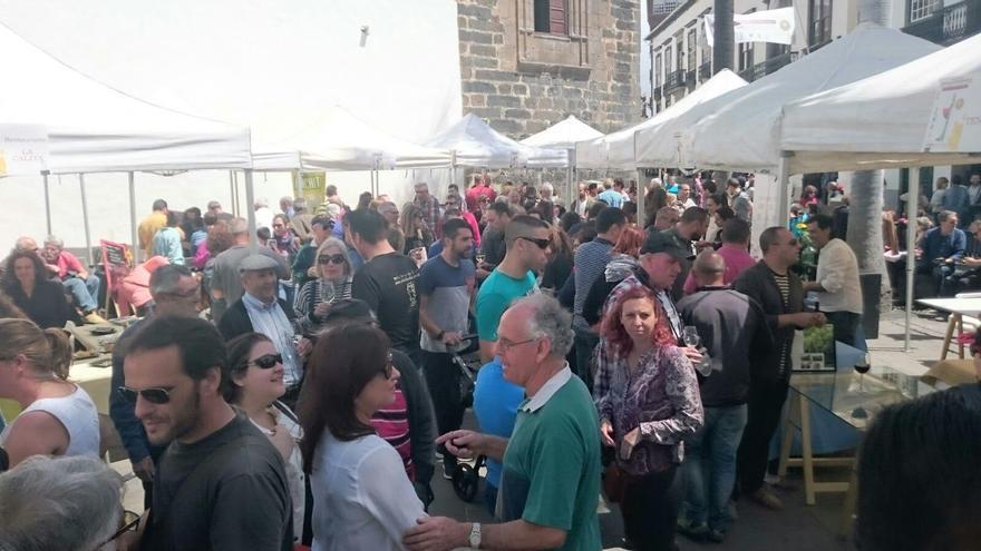 El 'Primer Encuentro Enograstronómico'  se celebró el pasado sábado, 9 de abril, en la Plaza de España de Santa Cruz de La Palma. Foto: JOSÉ AYUT