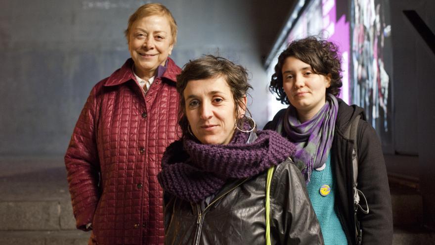 Tres generaciones de feministas: Begoña San José, Marta Monasterio y Sua Fenoll. FOTO: David Fernández