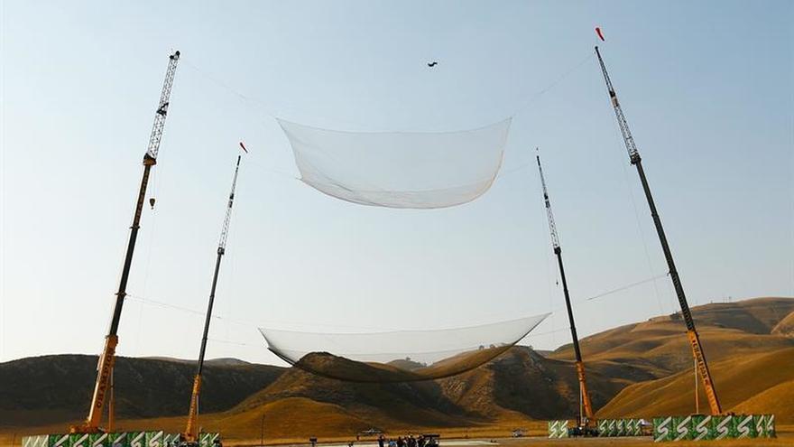 Un estadounidense se convierte en el primero en saltar 7.620 metros sin paracaídas