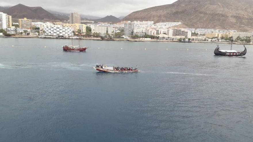 Arriba un cayuco con 83 personas a Los Cristianos, con lo que se alcanza la cifra de 400 migrantes esta semana en Canarias