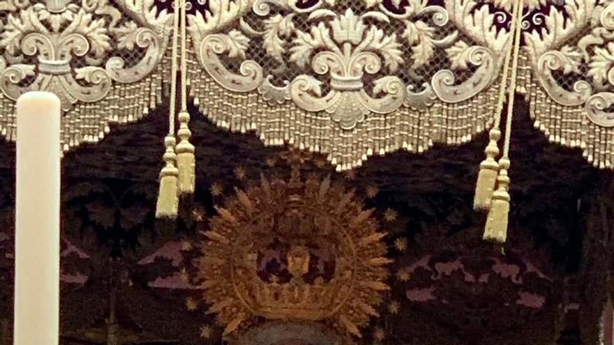 La Virgen de la Caridad, de la hermandad del Baratillo, procesiona en Sevilla con el fajín de Franco.