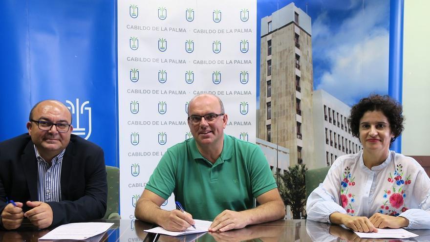 Firma del acuerdo con la Asociación Pequeño Valiente.