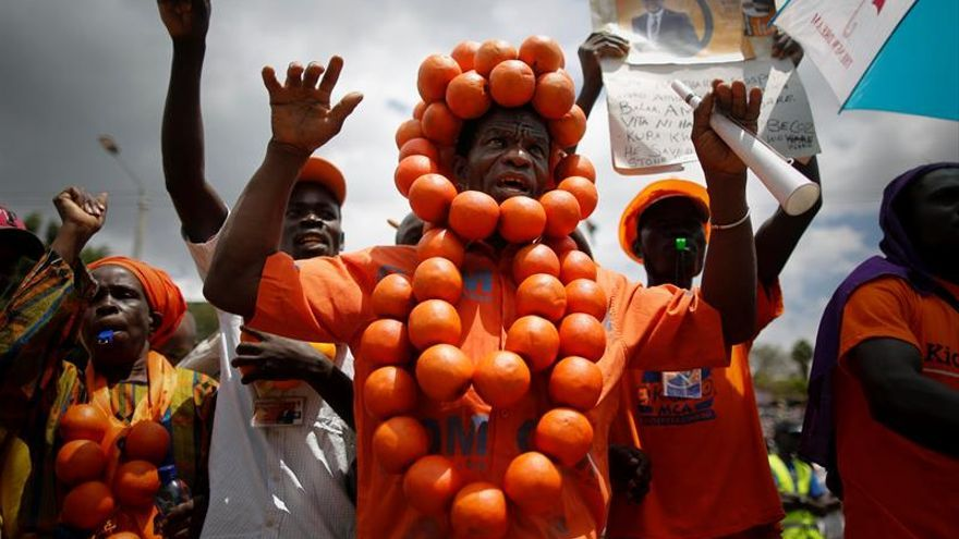 Cientos de miles apoyan al nuevo líder de la oposición keniana, Raila Odinga