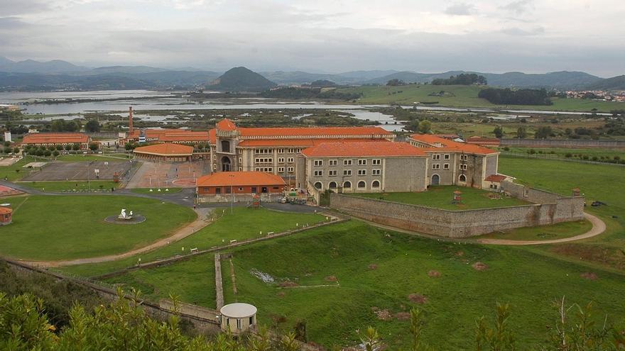 """El responsable de Prisiones recomienda visitar la cárcel de El Dueso: """"Los reclusos dicen que se respira libertad"""""""