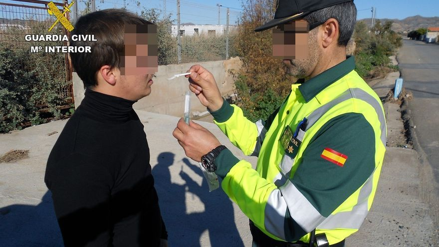 Tráfico realizará 500 controles diarios de alcohol y drogas en Cantabria esta semana