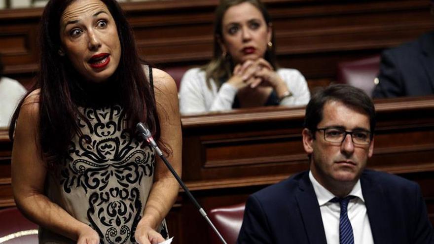 La presidente del grupo Socialista, Patricia Hernández, durante una de sus intervenciones ante el pleno del Parlamento de Canarias