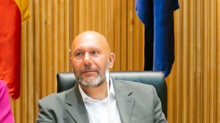 El diputado de IU Ricardo Sixto, una de las voces más críticas con Garzón, pone fin a su etapa en el Congreso