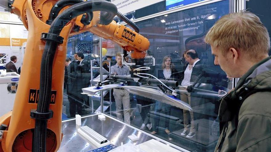 La china Midea anuncia acuerdo para controlar alemana Kuka por 2.000 millones