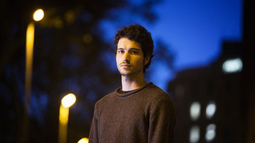 Guillom S., multado por llevar unos cuchillos en la mochila para comer el 'tupper', en la Universidad de Barcelona. / Carme Secanella