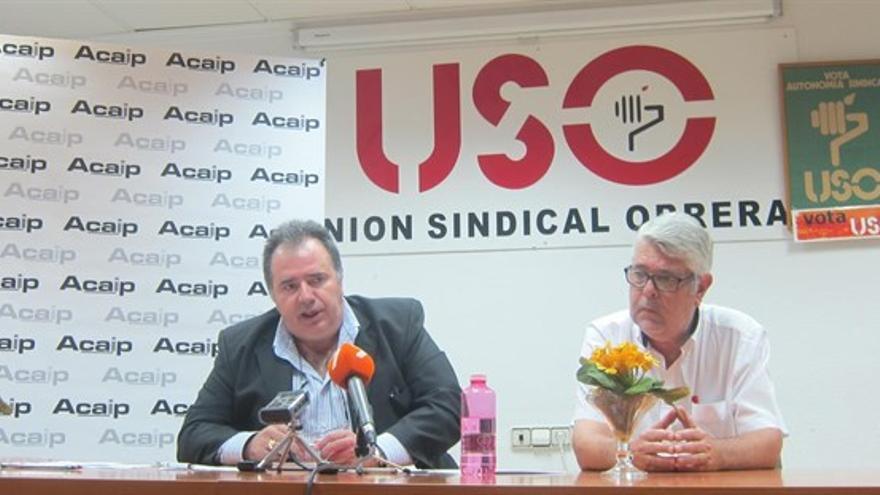 José Ramón López y Antonio Gomariz explicando la petición del cese