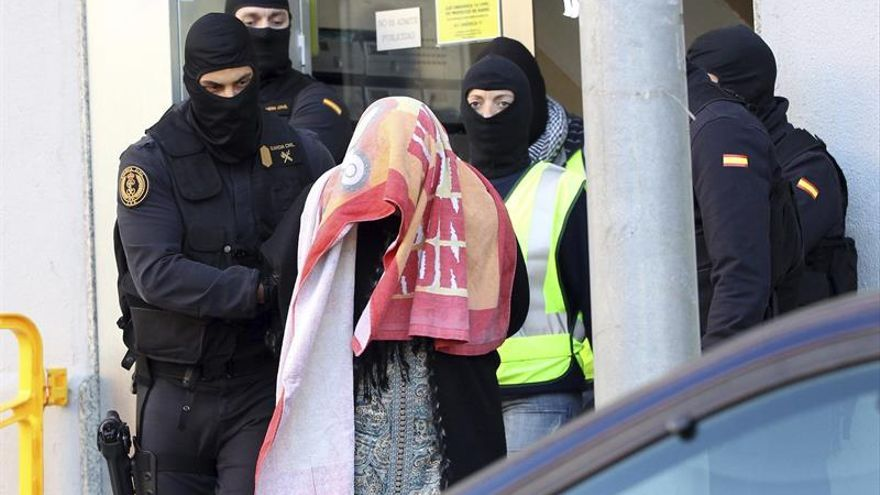 Piden 7 años de cárcel a la madre que autorizó a sus hijos a enrolarse en el Dáesh
