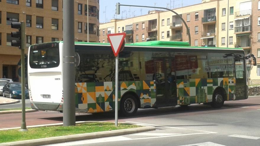 Un autobús circula por la ciudad de Castellón