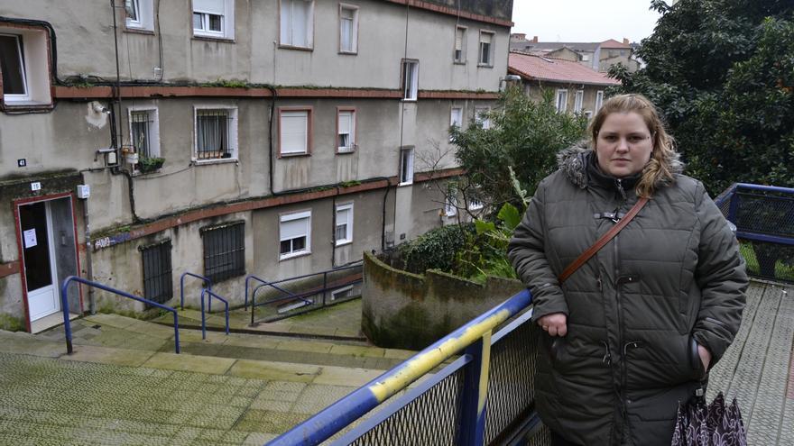 La presidenta de vecinos explica a eldiario.es los problemas y carencias de su barrio.