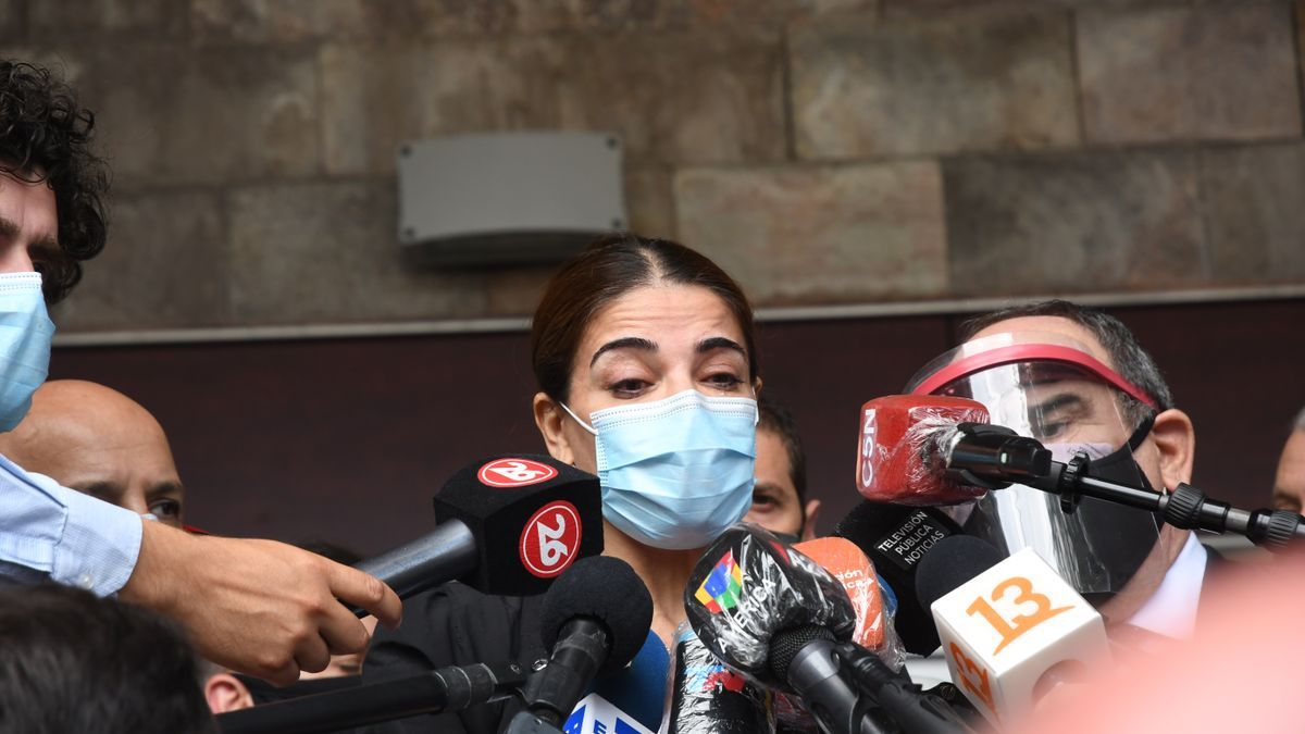 Zulemita Menem habló con la prensa en la puerta del sanatorio Los Arcos.