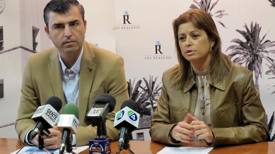 Manuel Domínguez y Noelia González, durante la presentación del Plan de Barrios 2017