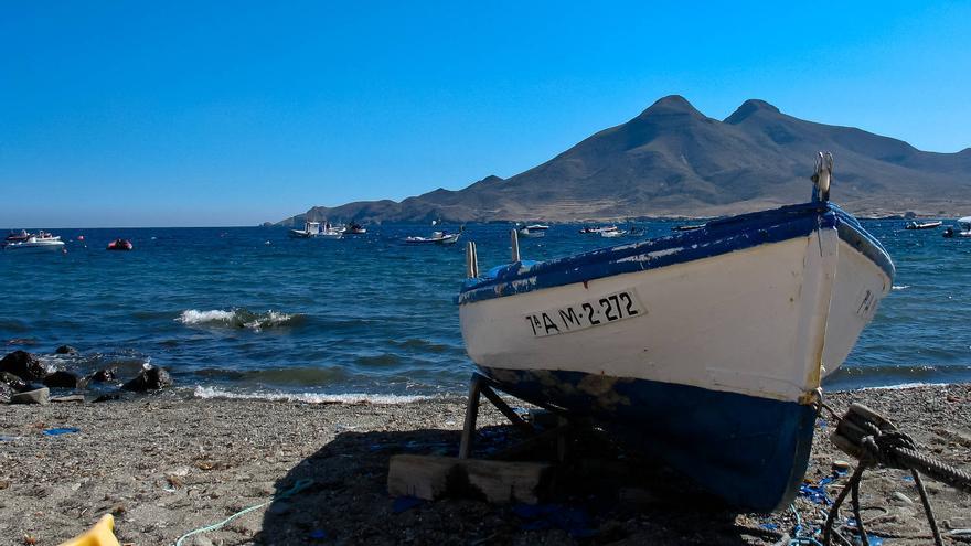 Barca de pescadores en una playa de Cabo de Gata.