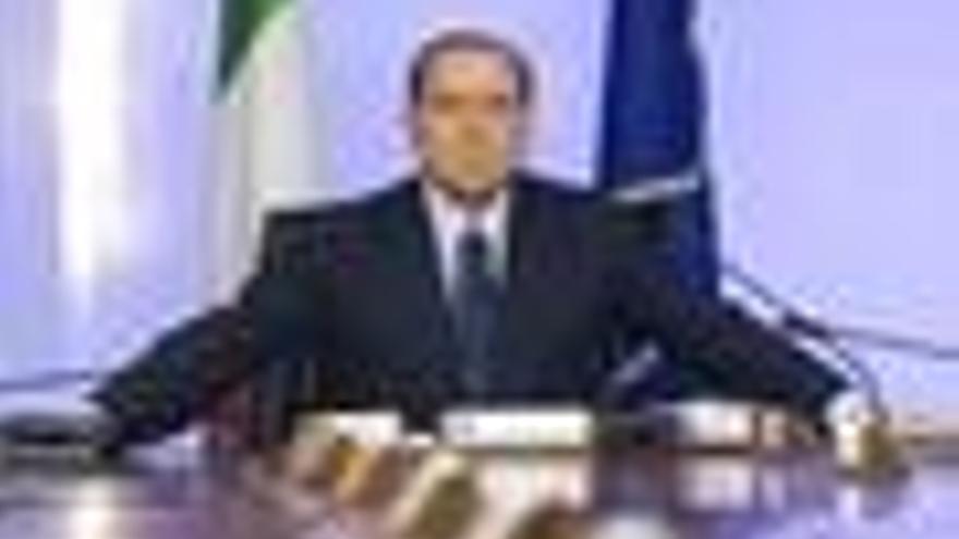 Berlusconi seguirá gobernando aunque declaren inconstitucional la ley que le protege, según un ministro